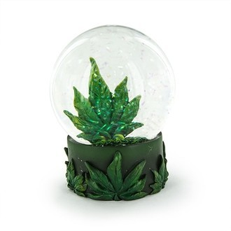 Schneekugel mit Cannabis Blatt
