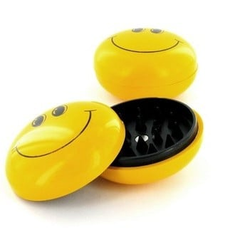 Plastic Grinder Smiley (2 parts)
