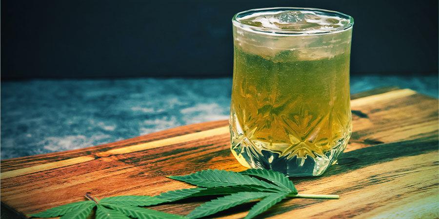 Mit Cannabis angereicherte Getränke