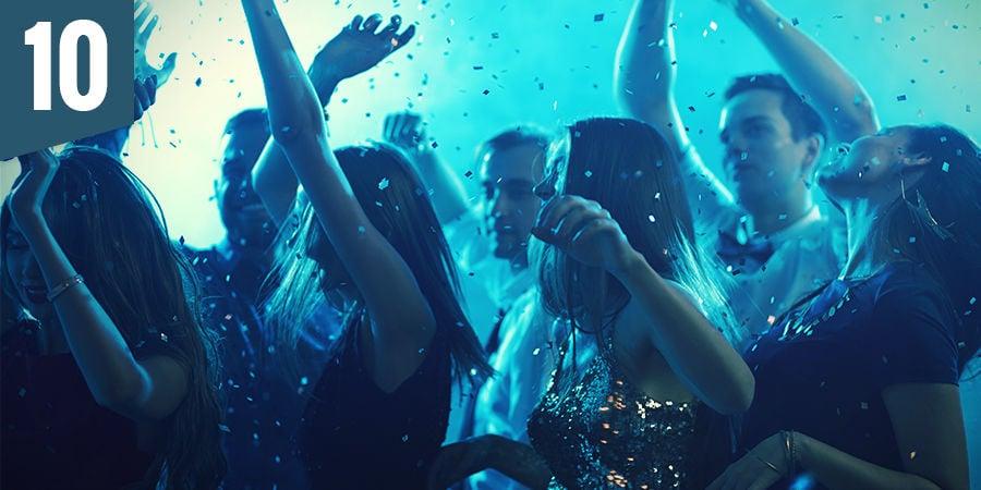Gehe auf eine Ecstatic Dance Party