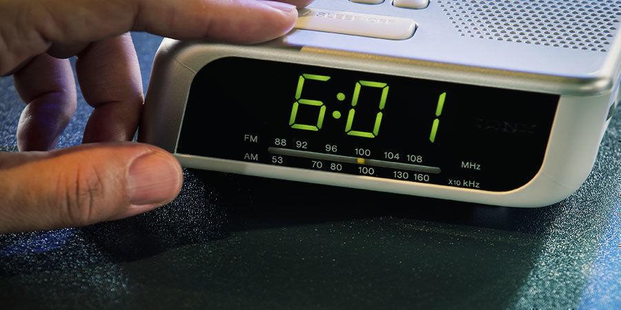 Stell den Wecker immer auf die selbe Zeit ein