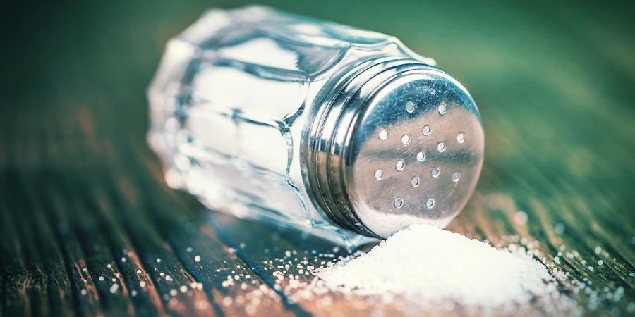 Füge Augentropfen, Ammoniak, Salz Oder Rohrreiniger Zu Deiner Probe Hinzu