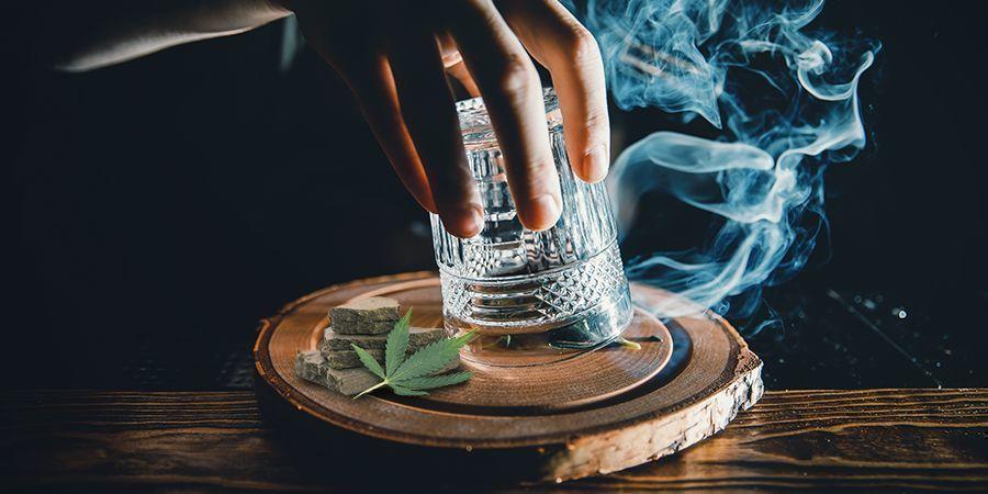Nadel-Und-Glas-Methode Hasch Rauchen