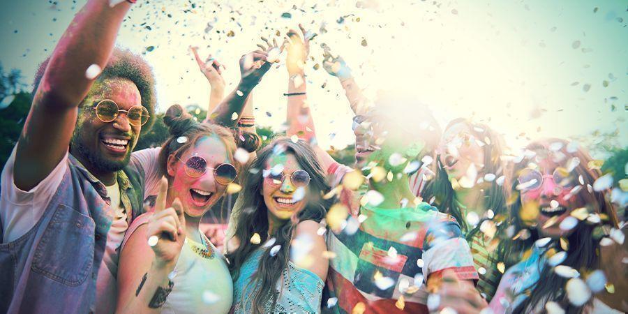 Besuche Eines Der Vielen Festivals