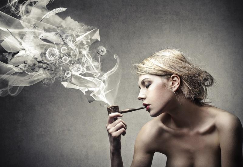Mädchen rauchen salvia