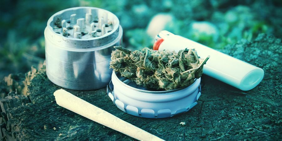 THE TOP 6 SMOKING ACCESSORIES EVERY STONER SHOULD OWN
