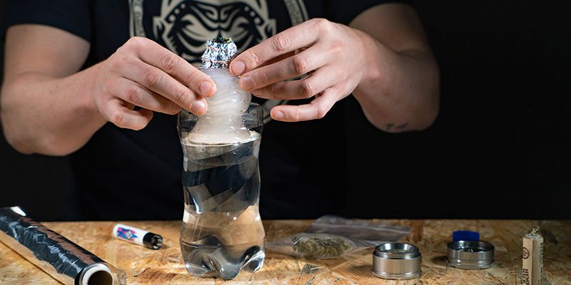 Gravity bucket bong: Gently draw the bong upwards as you light the bowl