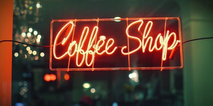 WHICH QUALITY COFFEESHOPS NEAR THE BORDER SELL TO FOREIGNERS?