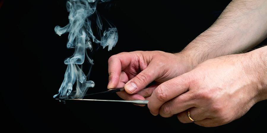 SMOKE HASH USING KNIVES