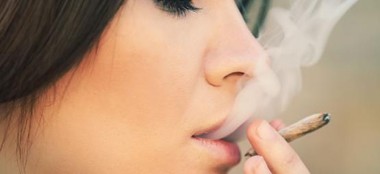 Why Women Should Definitely Smoke Weed